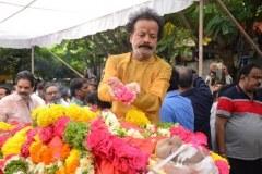 Celebrities-pay-homage-to-Venu-Madhav-12