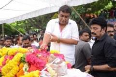 Celebrities-pay-homage-to-Venu-Madhav-21