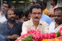 Celebrities-pay-homage-to-Venu-Madhav-8