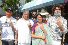 Celebs.-Voteing-GHMC-Elections-10