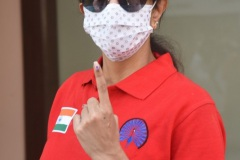 Celebs.-Voteing-GHMC-Elections-17