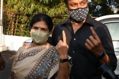 Celebs.-Voteing-GHMC-Elections-3