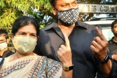 Celebs.-Voteing-GHMC-Elections-4