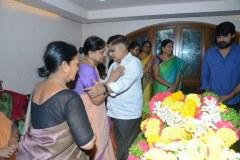 Chiranjeevi-pay-homage-to-Srikanths-father-Parameswararao-18