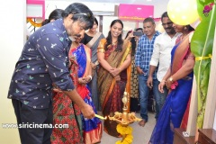 Chota-K.-Naidu-Launched-by-Pinks-N-Bloos-Beauty-Salon-10