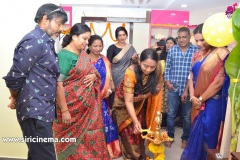 Chota-K.-Naidu-Launched-by-Pinks-N-Bloos-Beauty-Salon-11