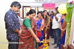 Chota-K.-Naidu-Launched-by-Pinks-N-Bloos-Beauty-Salon-9