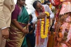 CM-KCR-went-to-Medaram-to-Visit-Sammakka-and-Saaralamma-14
