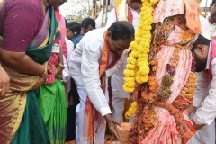 CM-KCR-went-to-Medaram-to-Visit-Sammakka-and-Saaralamma-15