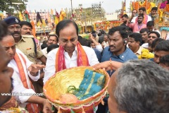 CM-KCR-went-to-Medaram-to-Visit-Sammakka-and-Saaralamma-2