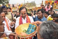CM-KCR-went-to-Medaram-to-Visit-Sammakka-and-Saaralamma-2