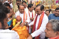 CM-KCR-went-to-Medaram-to-Visit-Sammakka-and-Saaralamma-3