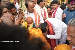 CM-KCR-went-to-Medaram-to-Visit-Sammakka-and-Saaralamma-4