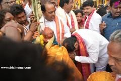 CM-KCR-went-to-Medaram-to-Visit-Sammakka-and-Saaralamma-4