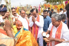 CM-KCR-went-to-Medaram-to-Visit-Sammakka-and-Saaralamma-5