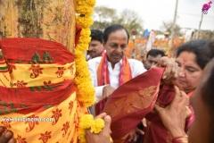 CM-KCR-went-to-Medaram-to-Visit-Sammakka-and-Saaralamma-6
