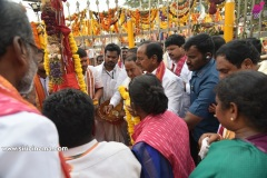 CM-KCR-went-to-Medaram-to-Visit-Sammakka-and-Saaralamma-7