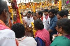 CM-KCR-went-to-Medaram-to-Visit-Sammakka-and-Saaralamma-7