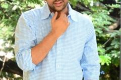 Evarikee-Cheppoddu-Hero-Rakesh-Varre-Interview-11