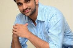 Evarikee-Cheppoddu-Hero-Rakesh-Varre-Interview-12