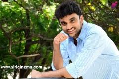 Evarikee-Cheppoddu-Hero-Rakesh-Varre-Interview-7
