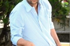 Evarikee-Cheppoddu-Hero-Rakesh-Varre-Interview-8