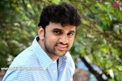 Evarikee-Cheppoddu-Hero-Rakesh-Varre-Interview-9