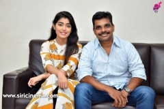 EVVARIKEE-CHEPPODHU-Heroine-GARGEYI-Director-SHANKAR-interview-3
