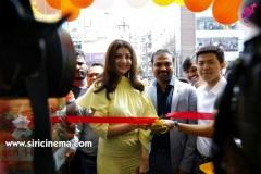 Kajal-Launches-Happi-Mobiles-Store-at-Vizag-1