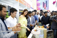Kajal-Launches-Happi-Mobiles-Store-at-Vizag-7