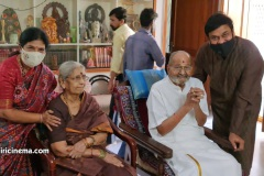 Mega-Star-Chiranjeevi-garu-met-Director-K-Viswanath-Photos-5