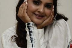 Neha-Deshpaney-New-Photos-15