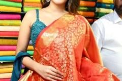 Nidhhi-Agerwal-and-Karthikeya-launch-KLM-Shopping-Mall-10