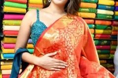 Nidhhi-Agerwal-and-Karthikeya-launch-KLM-Shopping-Mall-11