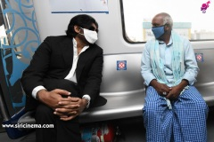 Pawan-Kalyan-travels-in-Metro-11