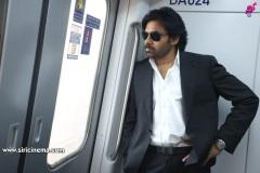 Pawan-Kalyan-travels-in-Metro-18