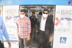 Pawan-Kalyan-travels-in-Metro-2