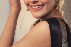Riddhi-Kumar-New-Photos-12