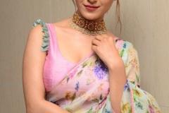 Ruhani-Sharma-new-photos-16