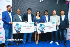 Samantha-Launch-One-Plus-Mobile-At-Big-C-10