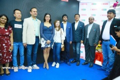 Samantha-Launch-One-Plus-Mobile-At-Big-C-14