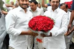 Telangana-CM-KCR-welcome-to-AP-CM-Jahan-@Pragathi-Bhavan-1