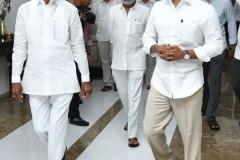 Telangana-CM-KCR-welcome-to-AP-CM-Jahan-@Pragathi-Bhavan-10