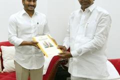 Telangana-CM-KCR-welcome-to-AP-CM-Jahan-@Pragathi-Bhavan-13