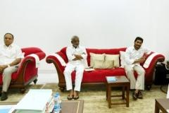 Telangana-CM-KCR-welcome-to-AP-CM-Jahan-@Pragathi-Bhavan-16