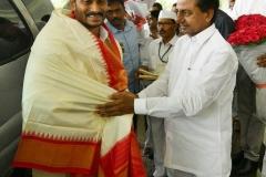 Telangana-CM-KCR-welcome-to-AP-CM-Jahan-@Pragathi-Bhavan-4