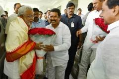 Telangana-CM-KCR-welcome-to-AP-CM-Jahan-@Pragathi-Bhavan-5