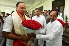 Telangana-CM-KCR-welcome-to-AP-CM-Jahan-@Pragathi-Bhavan-6