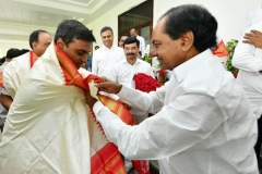 Telangana-CM-KCR-welcome-to-AP-CM-Jahan-@Pragathi-Bhavan-7
