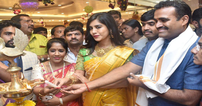 Nabha Natesh launches CMR Shopping Mall